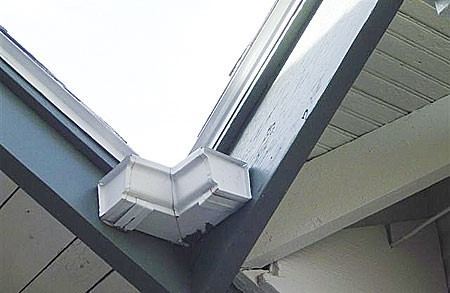 A inside corner with two gutters and no downspout
